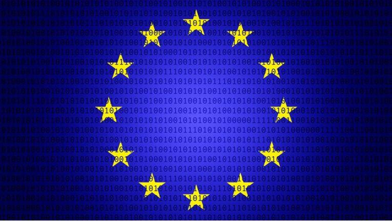 EU-Flagge vor numerischem Code