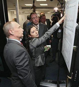 Russischer Präsident Vladimir Putin besucht die Zeitschrift RT